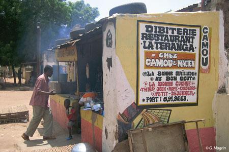 Sénégal-Le commerce de bétail sur pied-Dakar, foyer de consommation du Sénégal-Dibiterie traditionnelle à Koungheul