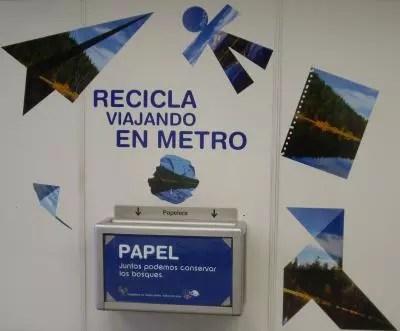 Recicla papel en el metro