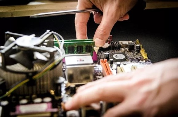 Reparar aparatos electrónicos es una forma de evitar que se conviertan en residuos.