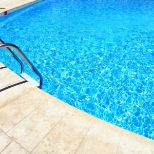 Fissure de piscine de béton