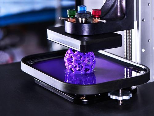 impressora 3D imprimindo um objeto esférico