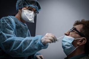 Tests PCR condamnés en justice, mais toujours imposés à répétition aux hospitalisés et aux soignants !