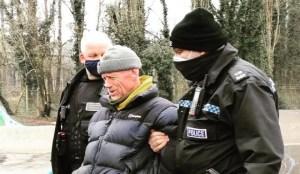 La police du Covid britannique a arrêté un homme pour avoir distribué gratuitement de la soupe