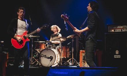 Concert parisien hier soir du groupe de rock Eagles of Death Metal : l'émotion à l'Olympia