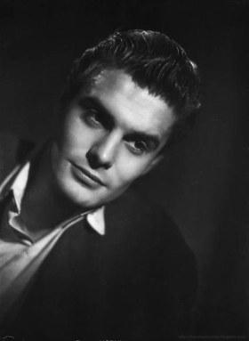 Louis Jourdan - 1943 Portrait du Studio Harcourt