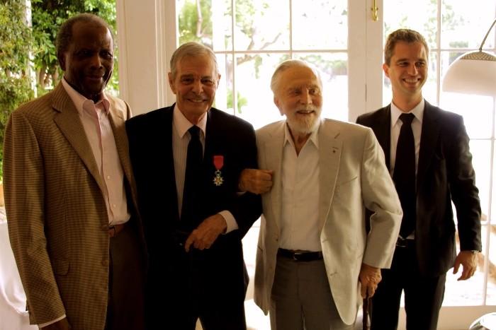 Sidney Poitier, Louis Jourdan, Kirk Douglas et David Martignon.