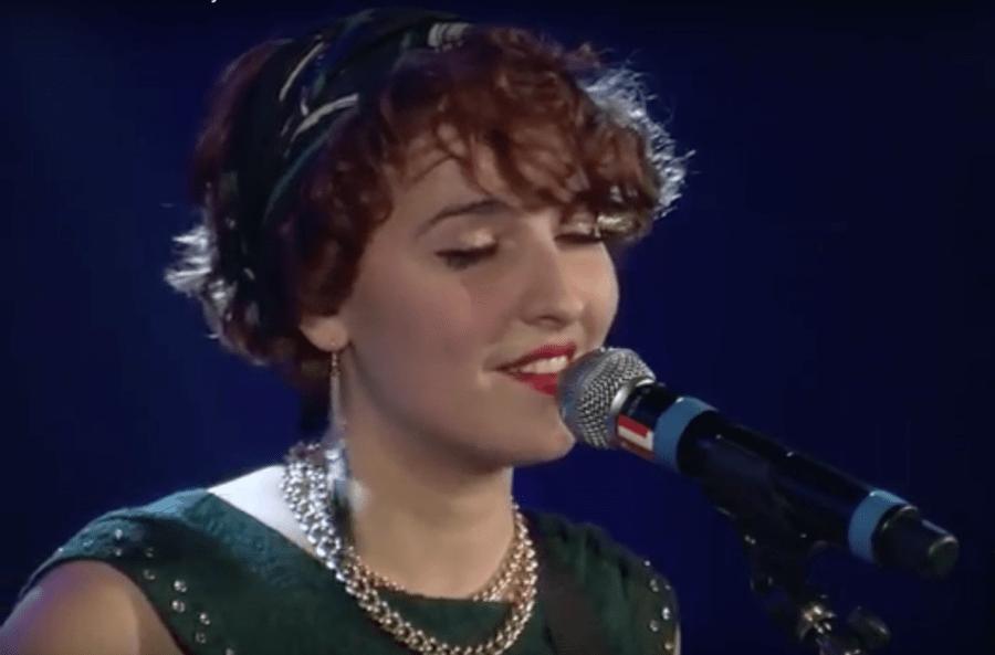 La voix étonnante d'Elisa Jo : ses intonations sont proches d'Adèle, son univers plus intimiste