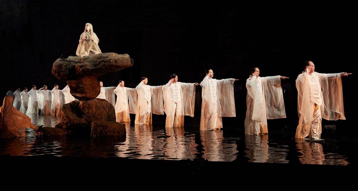 Festival d'Avignon – «Antigone» de Satoshi Miyagi: esthétique contemplative et héroïne diaphane