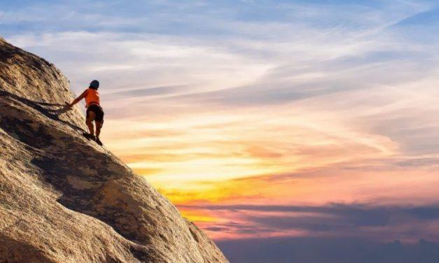 Vivre dangereusement avec Friedrich Nietzsche: se réjouir au-dessus du temps