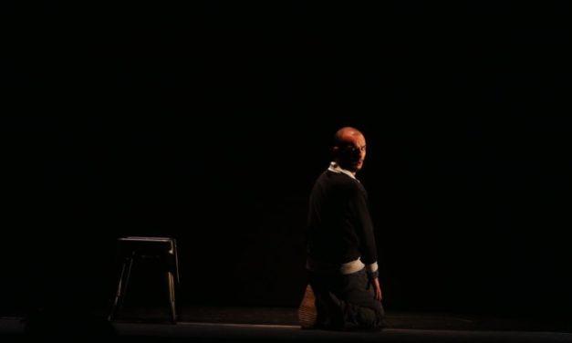"""Avignon Off – """"Désaxé"""" de Hakim Djaziri: comment devient-on djihadiste?"""