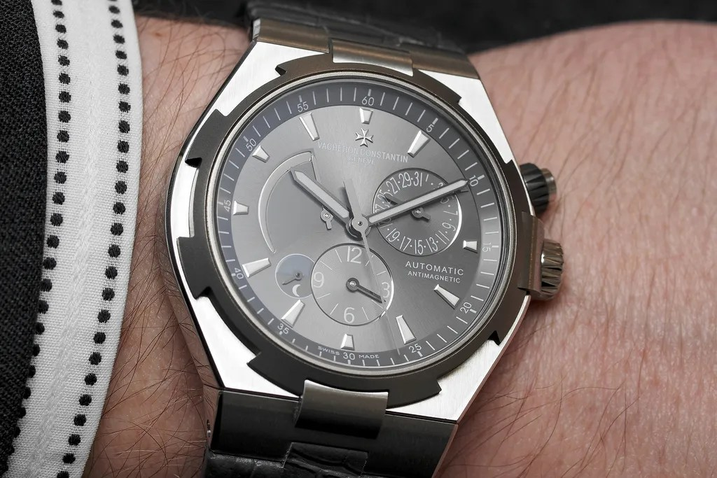 Vacheron Constantin Overseas Dualtime wristshot