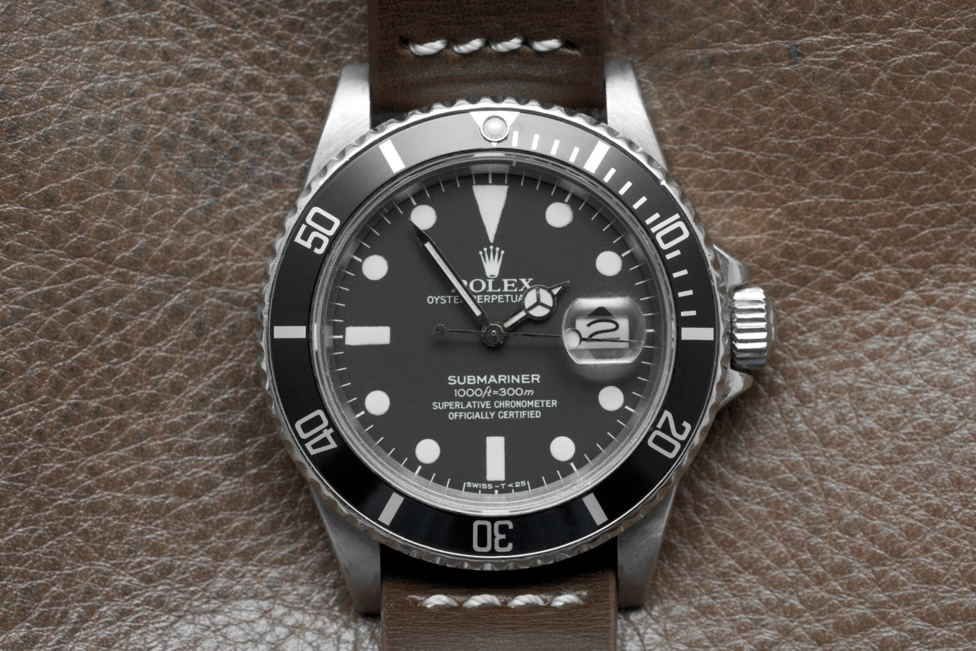 Rolex Submariner 16800 side view