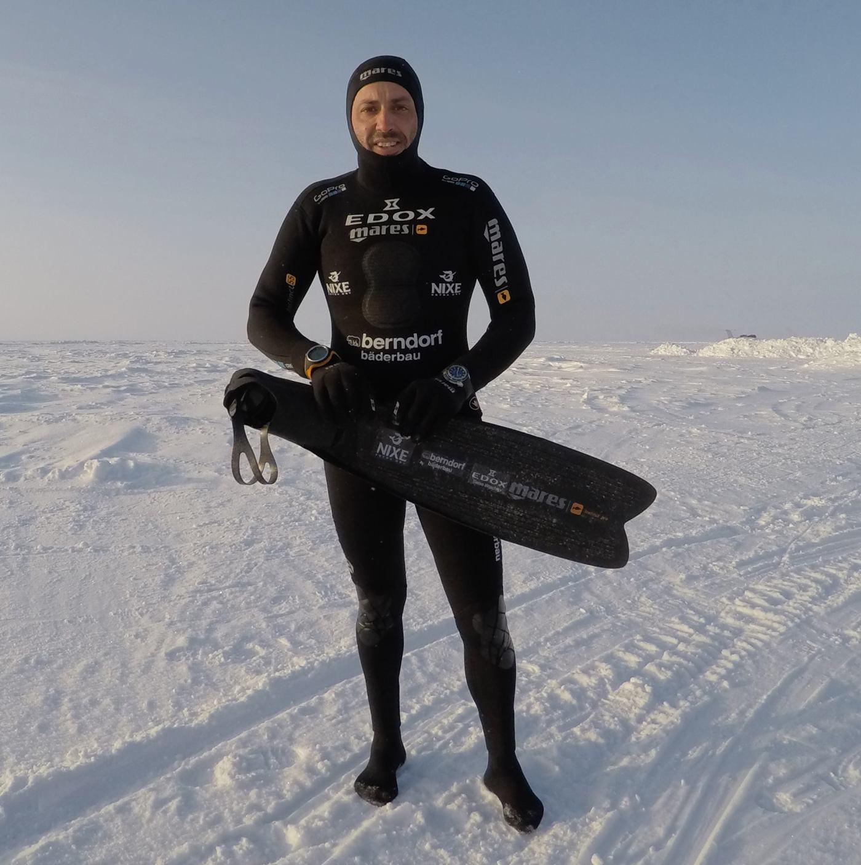 Hydro-Sub LE - left wrist, dive computer - right wrist, North Pole (April 14, 2015)