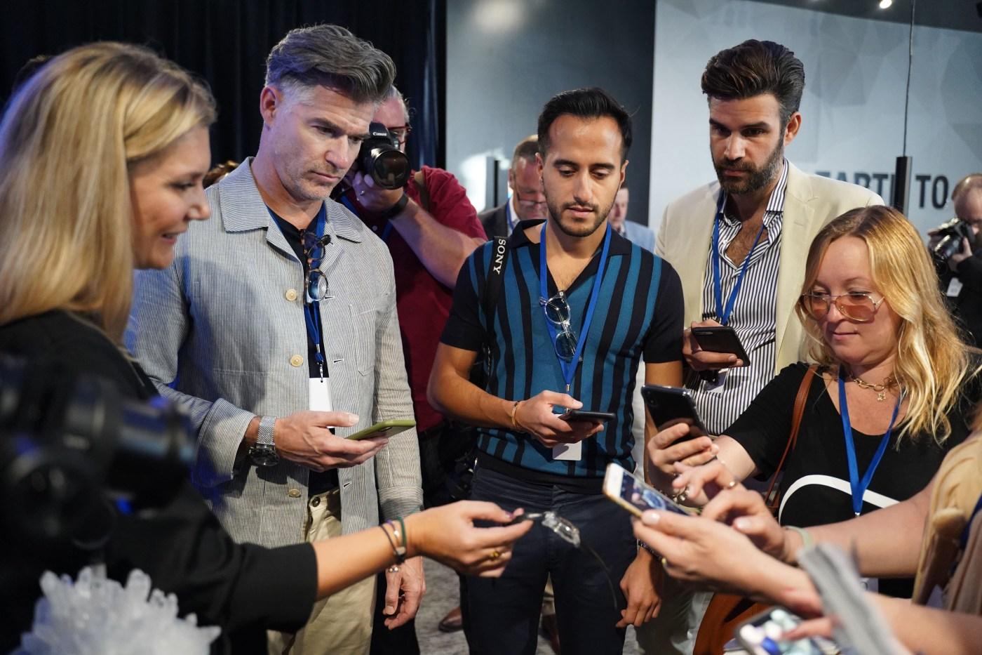 Girard-Perregaux Neo-Tourbillon Three-Bridges-Quasar debut at Watches & Wonders Miami