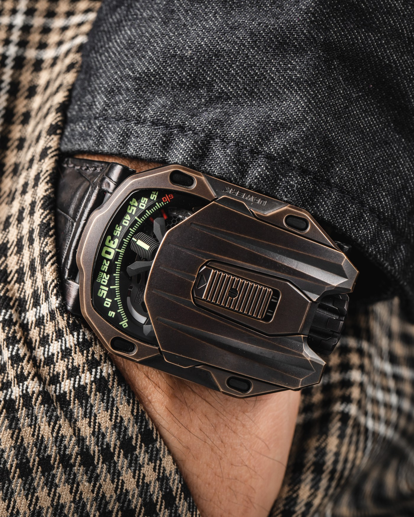 Urwerk UR-105 CT Maverick Bronze pocketshot