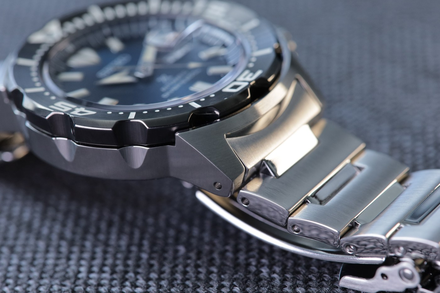 Seiko Prospex Ref SRPD25 Monster Automatic Diver case detail