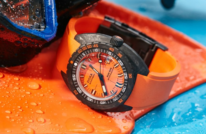 Doxa Sub 300 Carbon Professional Orange