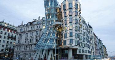 κτίριο-χορεύει-στην-Πράγα