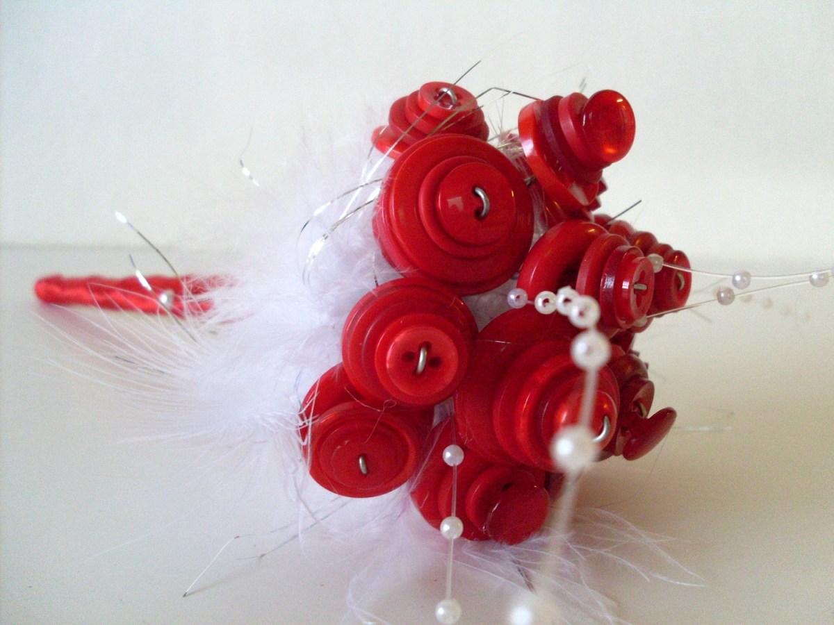 Svatební kytice trochu jinak – tato vám neuvadne, vydrží a na rozdíl od kýčových umělých květin je přímo uměleckým dílem.
