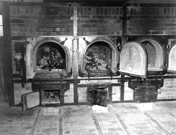 https://i2.wp.com/www.profit-over-life.org/teachers_guide/images/germany/buchenwald_kz/buchenwald_crematorium_bones.jpg