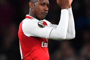 Gattuso fumes as Welbeck penalty helps Arsenal through