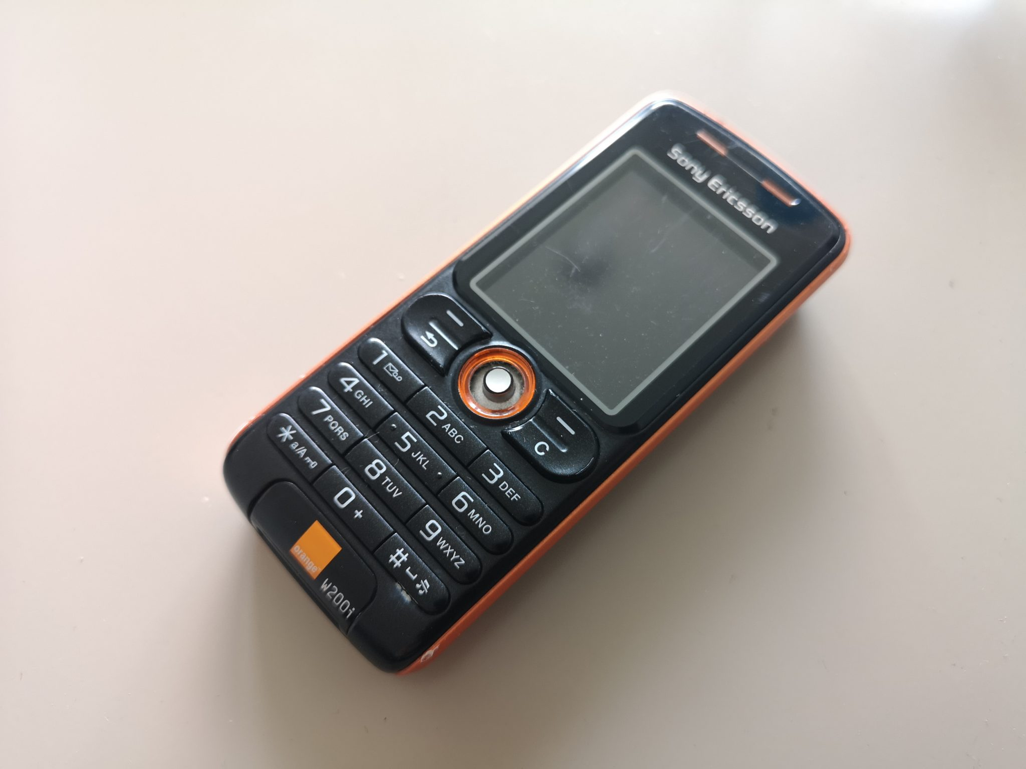 Sony Ericsson W200 Review - Versatile Walkman Branded Vintage Phone