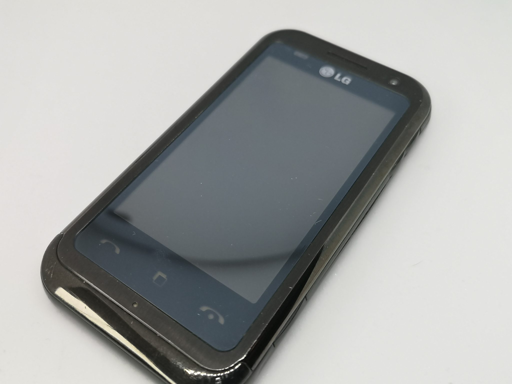 LG KM900 Arena Vintage Mobile Phone Review - Small Screen Touch