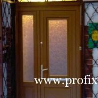 Kétszárnyú ajtó, nyitható ablakkal