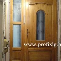 üveges fa bejárati ajtó, fix oldalvilágítóval