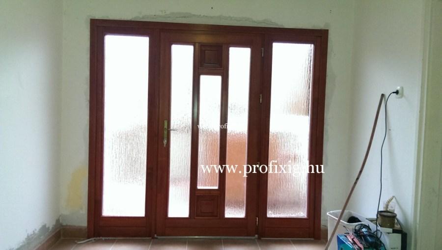 üveges fa bejárati ajtó