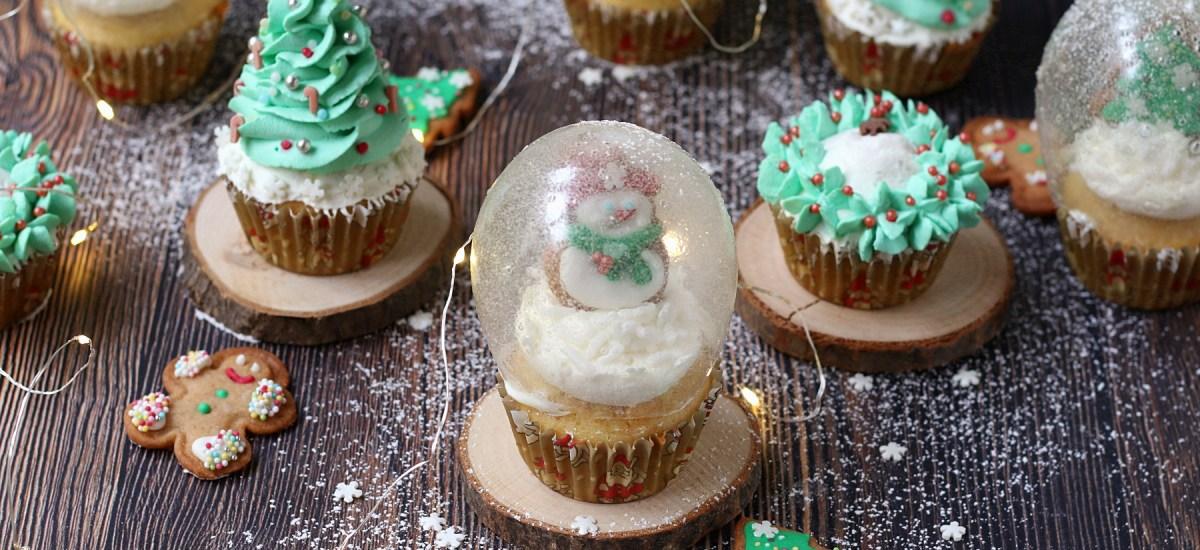 Cupcake natalizi – alberelli, ghirlande e snow globe
