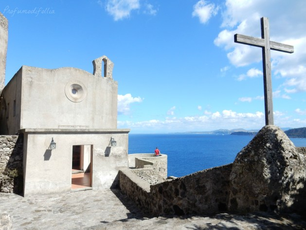 castello aragonese ischia chiesa santa maria delle grazie