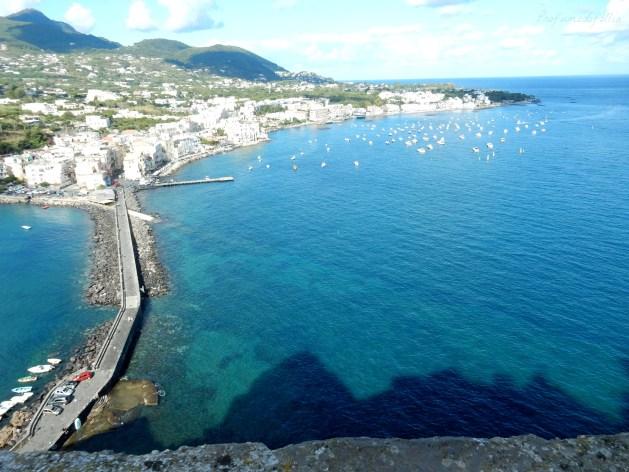 castello aragonese ischia spiaggia dei pescatori
