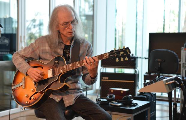 "YES's STEVE HOWE on ""Close to the Ednge"" Album: ""That's Another World"""