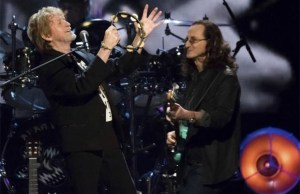 Watch RUSH's GEDDY LEE Performing with YES