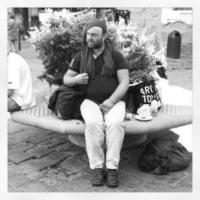 Uno dei beniamini di Firenze, parla una lingua incomprensibile è non dà mai noia ad alcuno.