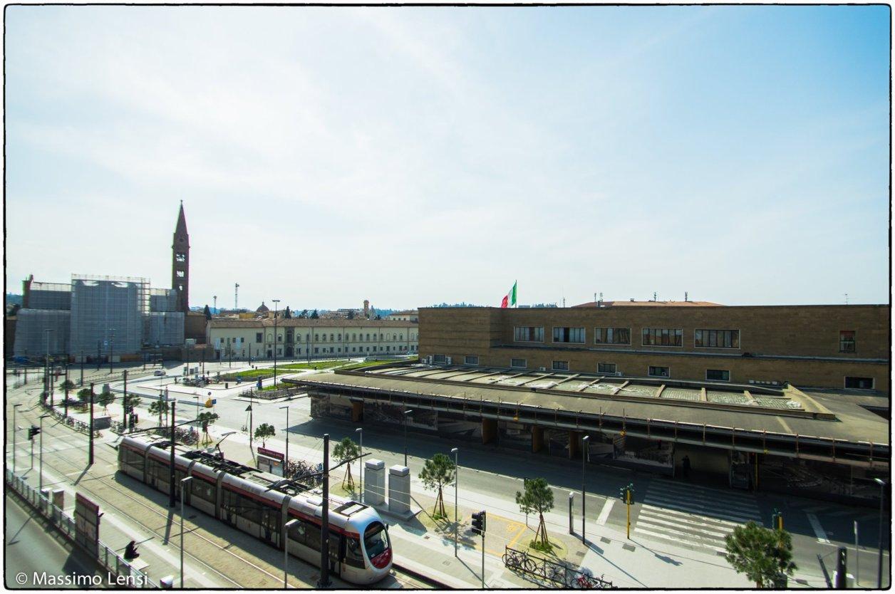 Piazza della Stazione dopo la messa a dimora dei nuovi pini