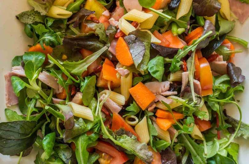 Salade jambon, abricot, chèvre