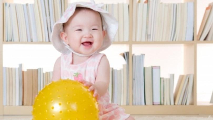 Faire bouger un bébé de 6-9 mois