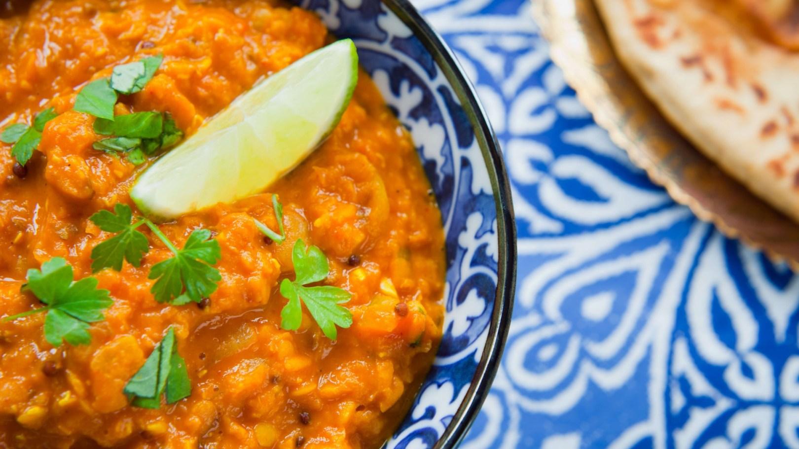 Dhal de lentilles corail, patate douce, coco et curry
