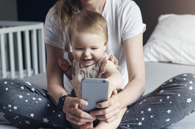 Quels sont les dangers des appels en visio pour un bébé ?