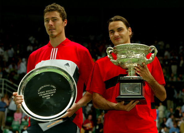 En 2004 à l'Open d'Australie, Federer bat Marat Safin 7/6 6/4 6/3