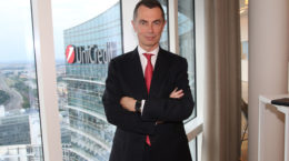 Unicredit: strong Buy Long Term con obiettivo a 33.10