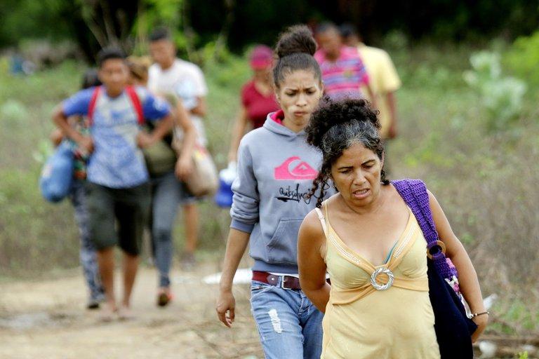 Migrantes venezolanas trabajan más horas, pero perciben un sueldo menor en Colombia