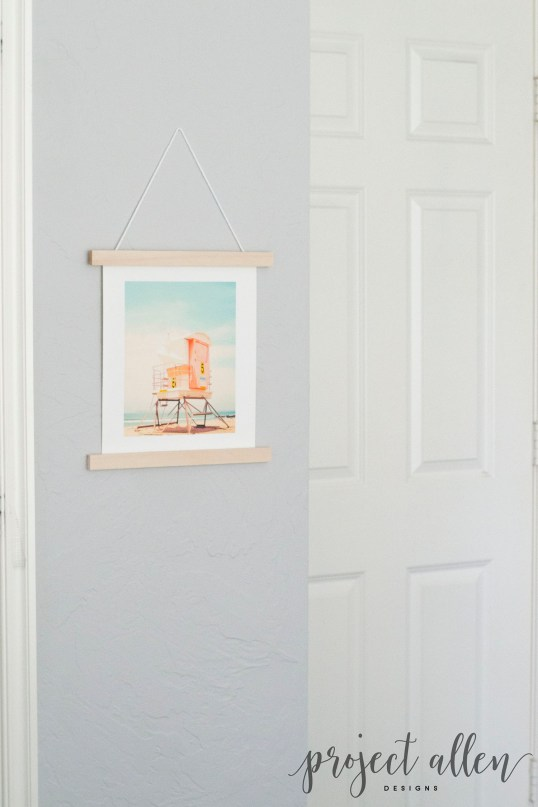 Try this easy DIY wall hanging instead of a frame for a trendy yet timeless look. DIY wall art. diy wall hanging.