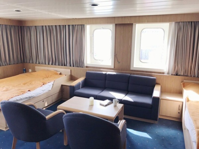 Wonderful 29sqm cabin onboard at F deck just the below bridge with forward and side views.