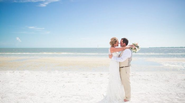 Eliminating stress by choosing a beach front destination wedding