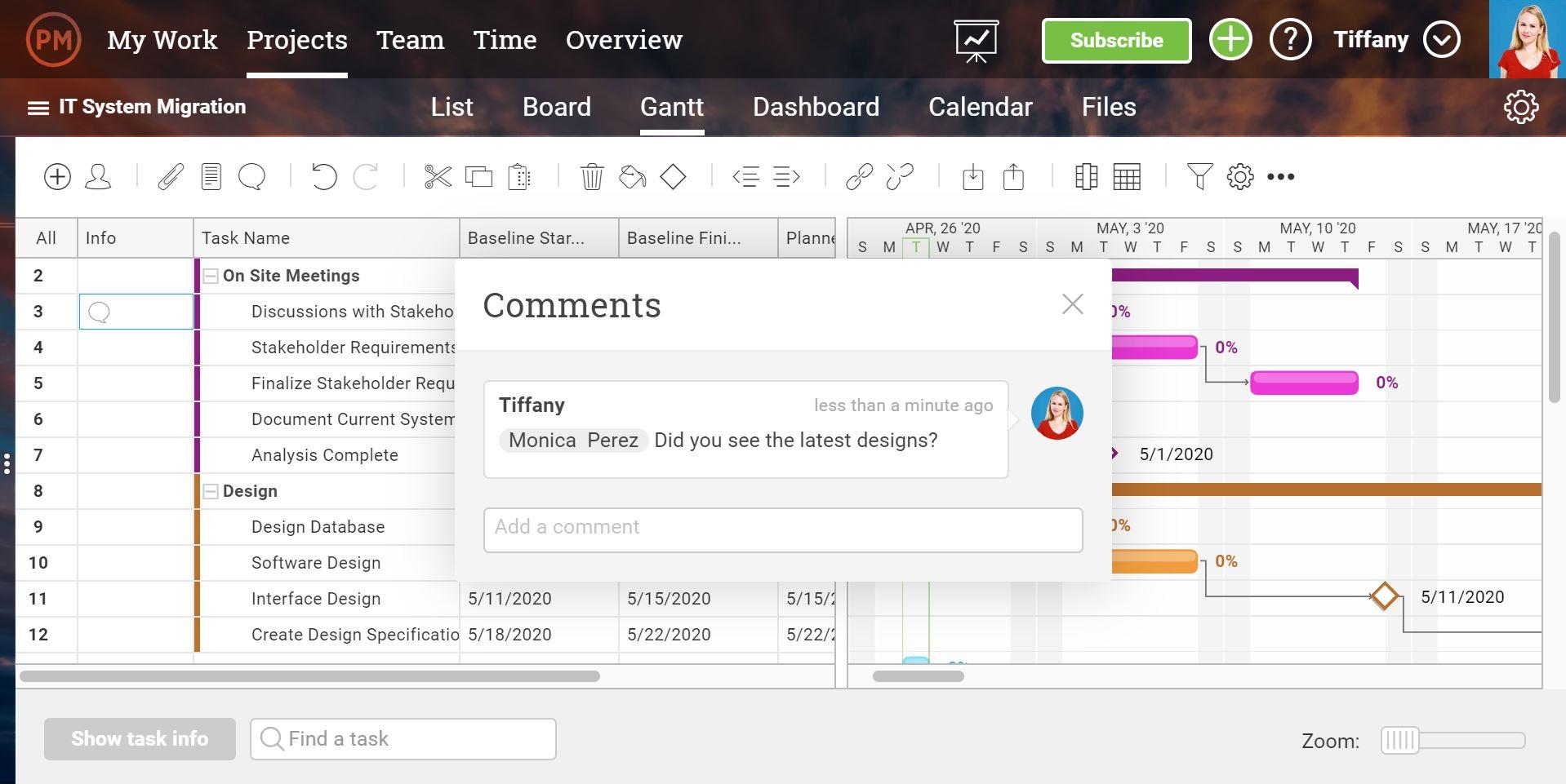 Una captura de pantalla de las funciones de colaboración del equipo en Gantt, con un comentario emergente superpuesto