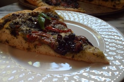 Easy Elegant Pesto Pizza