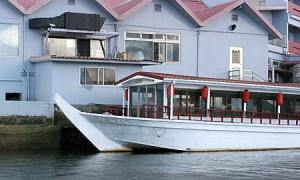 asian roof boat in palau